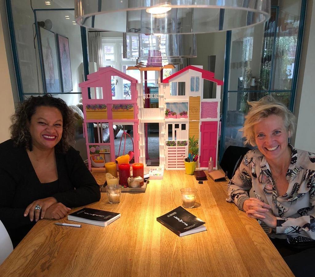 Lucinda Douglas en Femke Brenninkmeijer